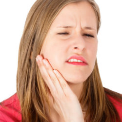 Что такое флюс зуба и какими методами можно от него избавиться