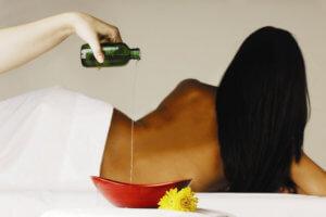 Эфирное масло по уходу и увлажнению за кожей груди