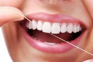 Нить для зубов: плюсы и минусы применения, список противопоказаний