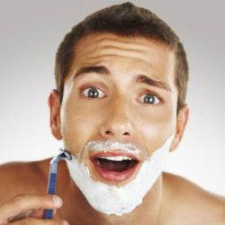 Как остановить кровь при порезе бритвой и к каким последствиям может привести травма
