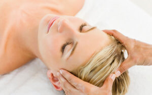 Применение точечного массажа головы