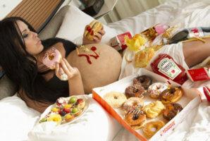 Непреодолимое желание кушать в период вынашивания ребенка