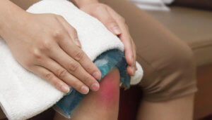 Охлаждение травмированного колена