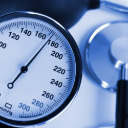 Как лечить повышенное давление: рекомендации, описание полезных продуктов, лечение настоями трав