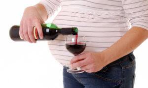 Прием крепкого алкоголя в период беременности