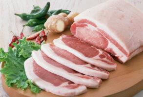 Покупка на рынке свинины