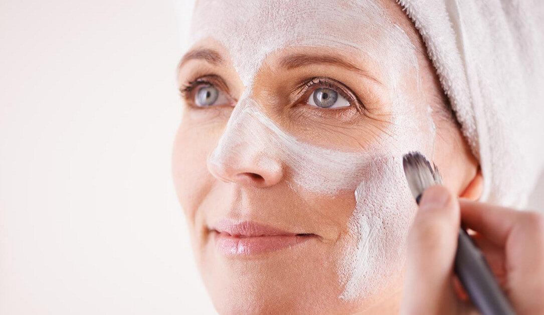 Омоложение кожи лица в домашних условиях: преимущества, нюансы и техника выполнения основных методик