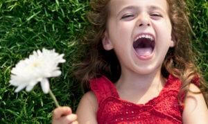 Польза смеха в выработке гормона счастья