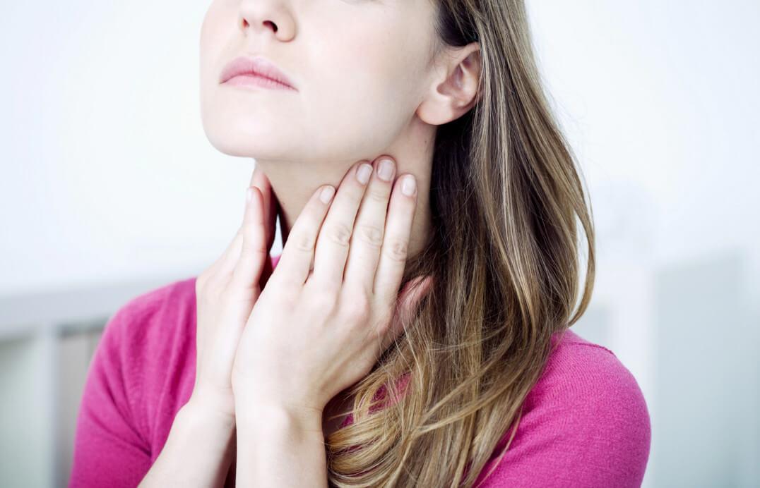 В горле мешает глотать: этиология, характерные симптомы, диагностика