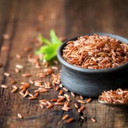 Польза красного риса и вред, как им питаться, лечить болезни, делать маски для лица