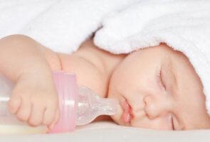 Способы отлучения от груди ребенка