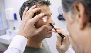 Офтальмологическое обследование при герпетическом поражении глаз