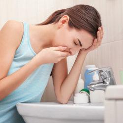 Причины тошноты по утрам: распространенный симптом многих болезней