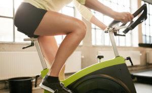 Спортивные тренировки на велотренажере