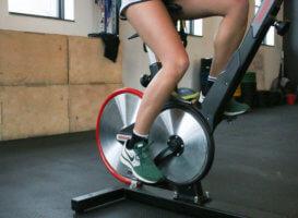 Развитие икроножных мышц при помощи велотренажера