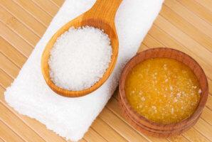 Маски из меда и соли для кожных покровов лица
