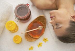Рецепт для жирного типа кожи из соли и меда