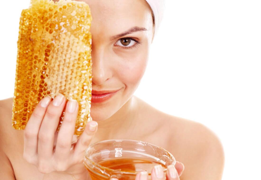 Частое применение масок из соли и меда для кожи