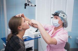 Осмотр слизистой носа при одонтогенном синусите